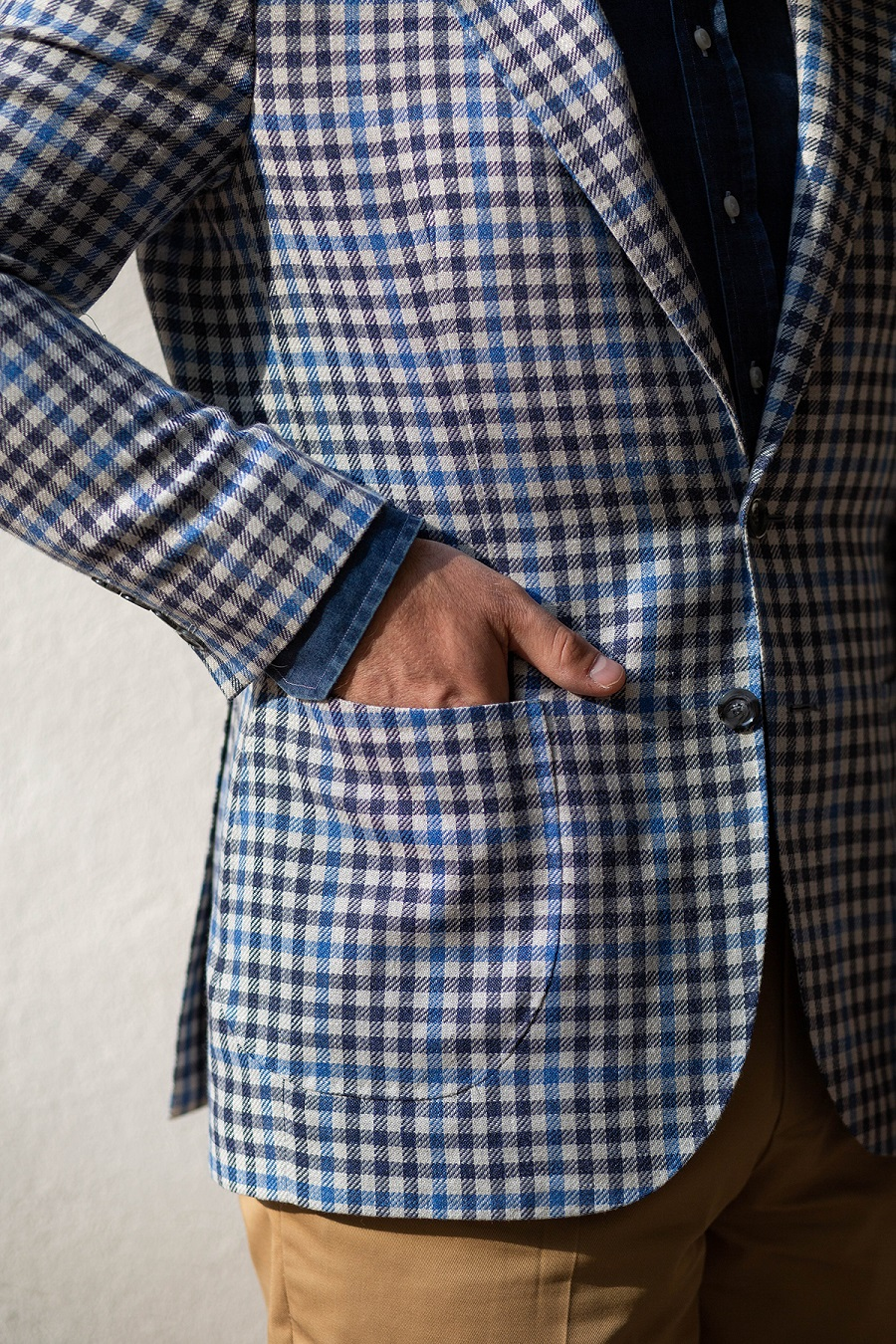 Ciemna koszula, jasna marynarka – czy tak można? | Mr
